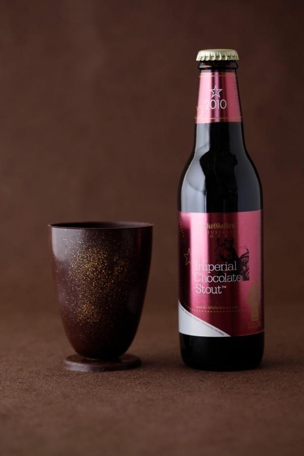 食べられるチョコグラスとチョコ風味ビールのセット