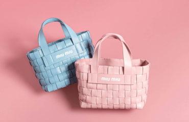 ミュウミュウから、レザーを編み込んだ新作バッグ「イントレッチオ」