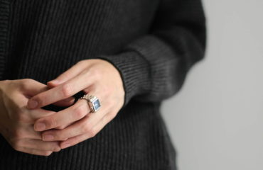 """指輪感覚で着ける""""指時計""""「モコ」"""