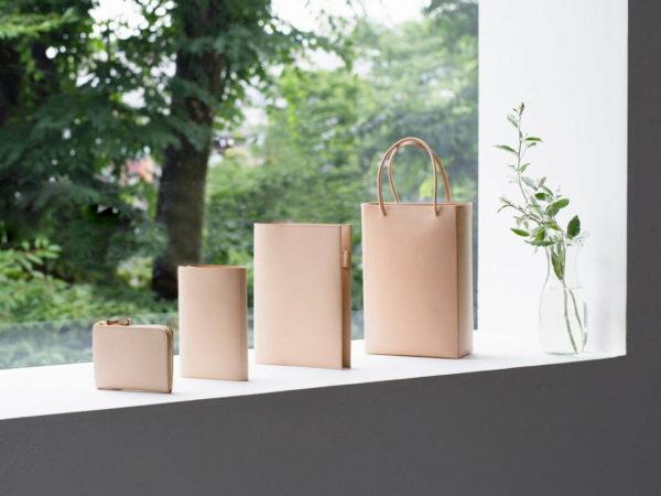 土屋鞄製造所から、ヌメ革を使った新シリーズ「プレーンヌメ」