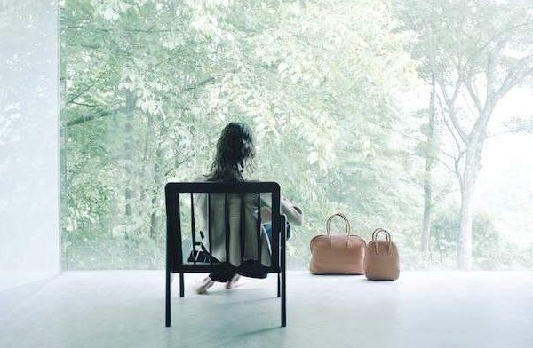 エポイから、パステルカラーの半円型ポシェットやチャーム風ミニバッグなど新作レザーバッグ