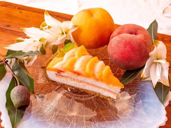 """キル フェ ボンから、""""バラ""""のような2色の桃×ヨーグルトの新作タルト"""