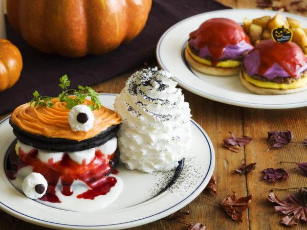 エッグスンシングスから、ハロウィン限定メニューのパンケーキとエッグスベネディクト