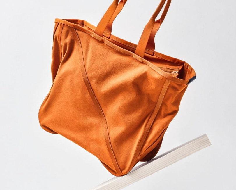 グッド グッズ イッセイ ミヤケから、「WAKU」シリーズの新作バッグ「WAKU CANVAS」