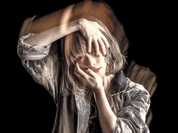 藤川千愛『愛はヘッドフォンから』