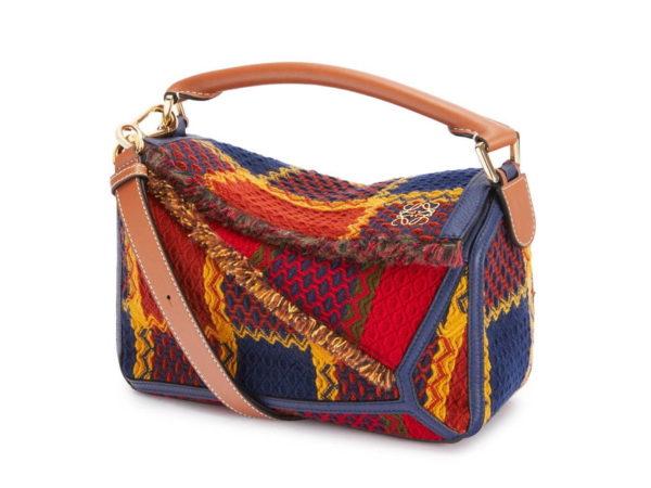"""ロエベの人気バッグが、新作となる""""タータンチェック柄""""に"""