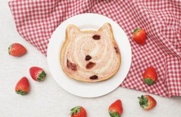 """ねこねこ食パンから、""""苺&みるく""""の新作「ねこねこ食パン いちごとみるく」"""