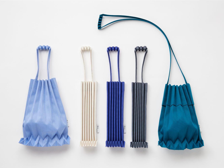 me ISSEY MIYAKEから、 TRUNK PLEATS BAGのオンラインストア限定色
