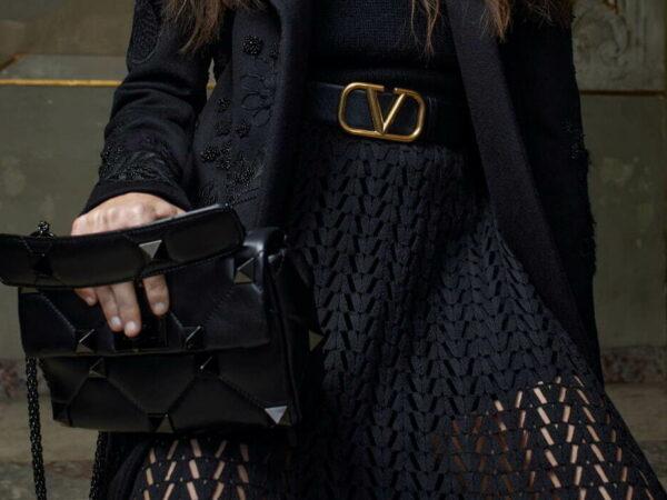 ヴァレンティノから、「ローマンスタッズ」2021年秋の新作バッグ