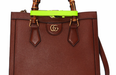 グッチから、バンブーハンドルにネオンカラーのレザーベルトの新バッグ「グッチ ダイアナ」