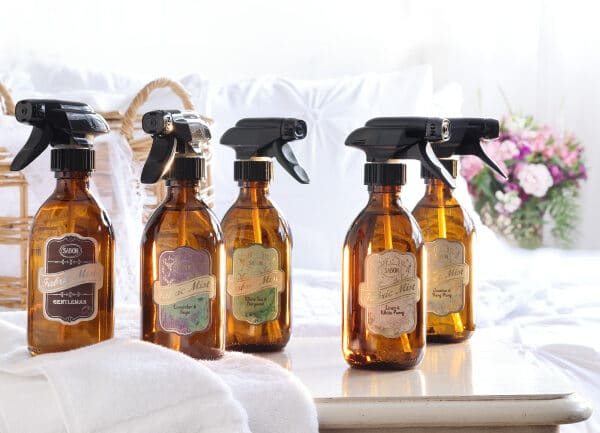SABONから、華やかに広がり、ほのかに続く。みずみずしく清潔な香りを添えるファブリックミスト